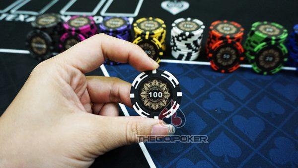phỉnh poker crown mệnh giá 100 của bộ poker crown chất liệu làm từ clay